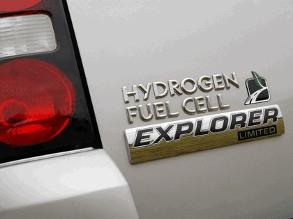 2006 Ford Explorer Limited hydrogen fuel cell 3