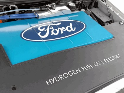 2006 Ford Explorer Limited hydrogen fuel cell 4