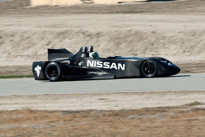 2012 Nissan Deltawing 32