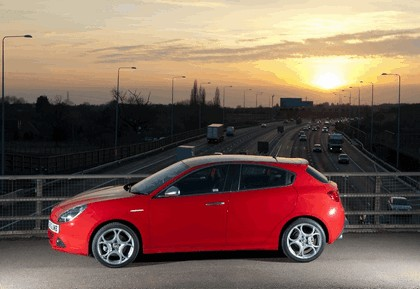 2012 Alfa Romeo Giulietta - UK version 9