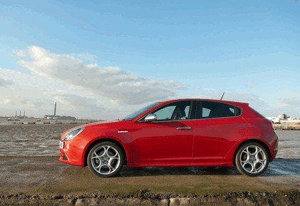 2012 Alfa Romeo Giulietta - UK version 14
