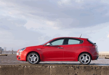 2012 Alfa Romeo Giulietta - UK version 15