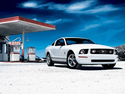 2006 Ford Mustang V6 pony package 1
