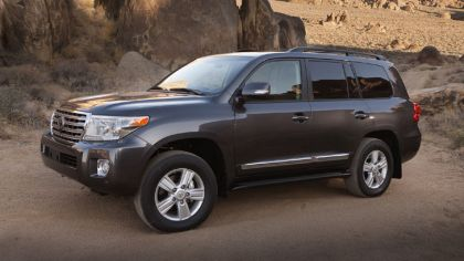 2013 Toyota Land Cruiser 2