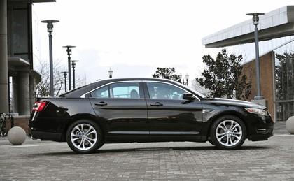 2013 Ford Taurus 12