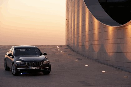 2012 BMW 750Li ( F01 ) 6