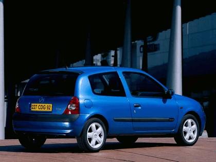 2001 Renault Clio 3-door 2