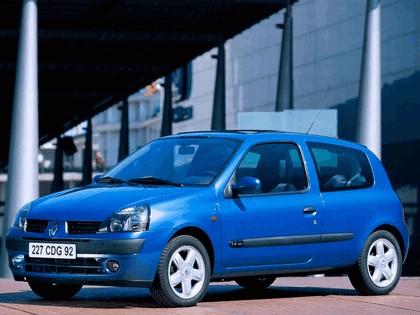 2001 Renault Clio 3-door 6