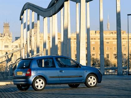 2001 Renault Clio 3-door 8