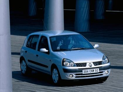 2001 Renault Clio 5-door 1