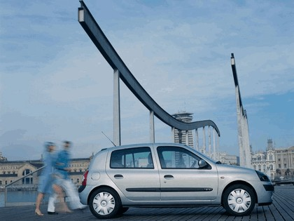 2001 Renault Clio 5-door 4
