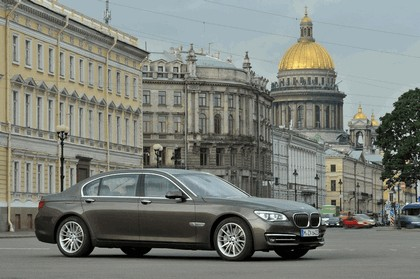 2013 BMW 750Li ( F01 ) 9