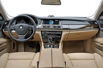 2013 BMW 750Li ( F01 ) 48