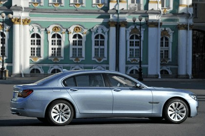 2013 BMW ActiveHybrid 7 ( F01 ) 9