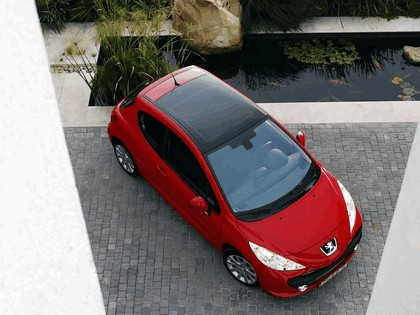 2006 Peugeot 207 3-door with panoramic sunroof 2