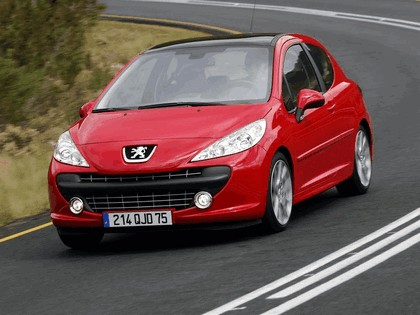 2006 Peugeot 207 3-door with panoramic sunroof 5