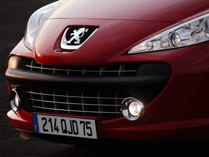 2006 Peugeot 207 3-door with panoramic sunroof 9