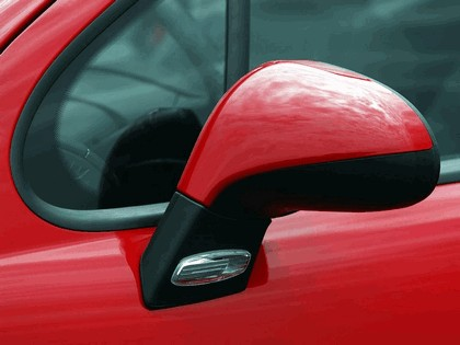 2006 Peugeot 207 3-door with panoramic sunroof 14