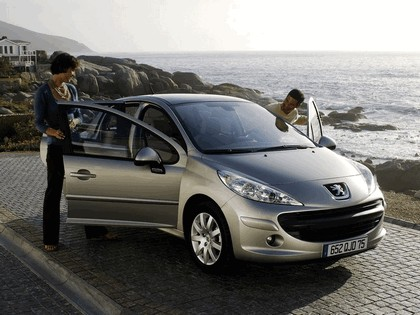 2006 Peugeot 207 5-door with panoramic sunroof 1