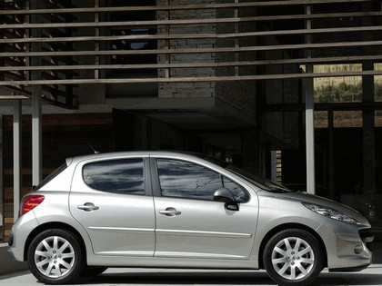 2006 Peugeot 207 5-door with panoramic sunroof 5