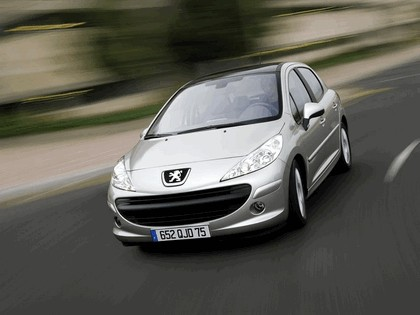 2006 Peugeot 207 5-door with panoramic sunroof 8