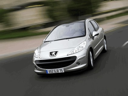 2006 Peugeot 207 5-door with panoramic sunroof 9