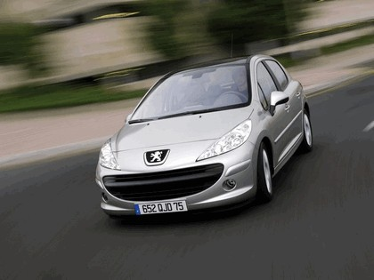 2006 Peugeot 207 5-door with panoramic sunroof 10