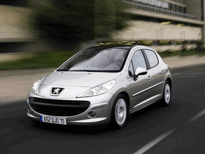 2006 Peugeot 207 5-door with panoramic sunroof 12
