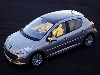 2006 Peugeot 207 5-door with panoramic sunroof 16