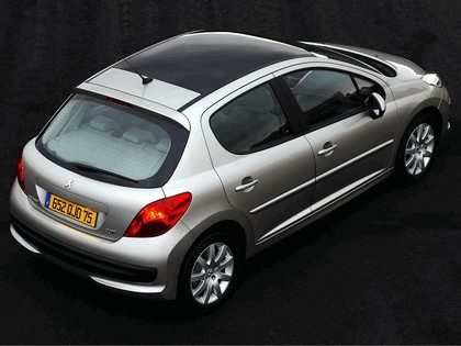 2006 Peugeot 207 5-door with panoramic sunroof 17