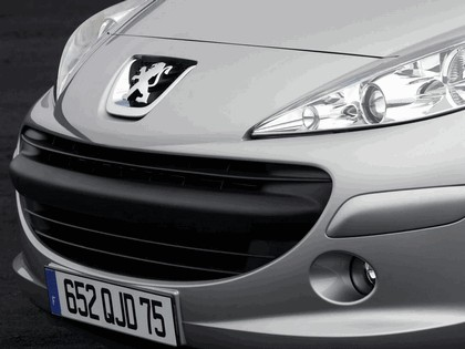 2006 Peugeot 207 5-door with panoramic sunroof 23