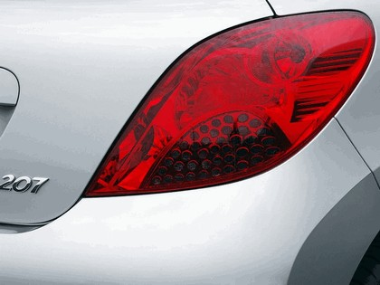 2006 Peugeot 207 5-door with panoramic sunroof 26