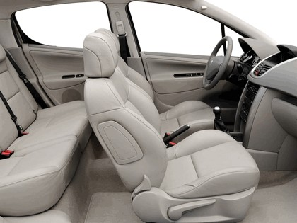 2006 Peugeot 207 5-door with panoramic sunroof 31