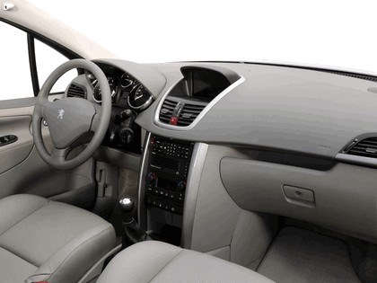 2006 Peugeot 207 5-door with panoramic sunroof 32