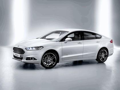 2013 Ford Mondeo sedan hybrid 1