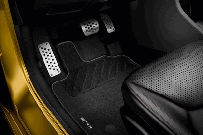 2012 Renault Clio RS 200 EDC 37