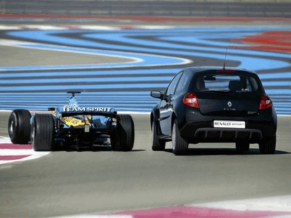 2006 Renault Clio Renault Sport and F1 9