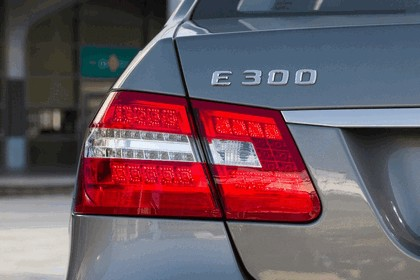 2012 Mercedes-Benz E300 Hybrid saloon 28