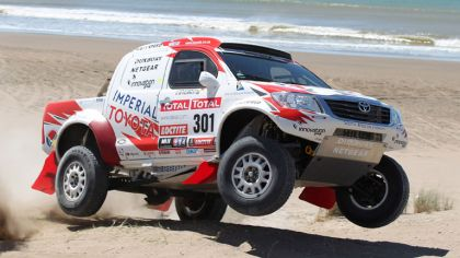 2012 Toyota Hilux rally car 4
