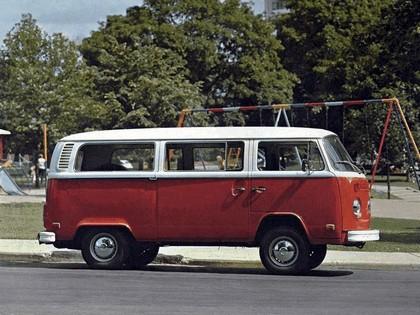 1972 Volkswagen T2 Bus 3