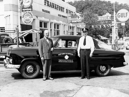 1952 Ford Mainline 2-door sedan ( 70A ) 2