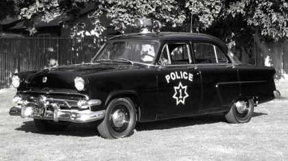 1954 Ford Mainline 4-door sedan ( 73A ) - Police car 2