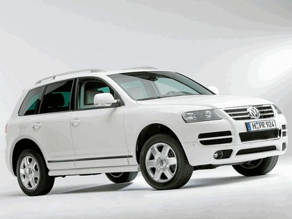 2006 Volkswagen Touareg in candy white 1