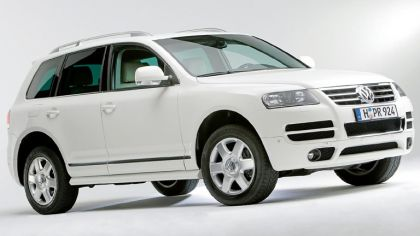 2006 Volkswagen Touareg in candy white 3