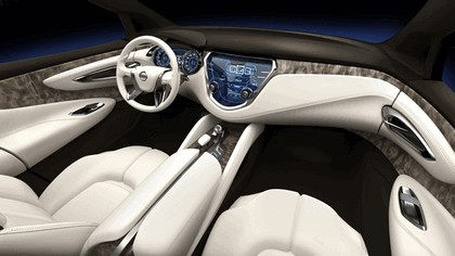2013 Nissan Resonance concept 9