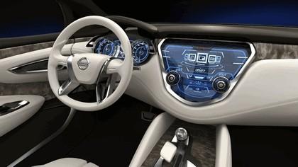 2013 Nissan Resonance concept 10