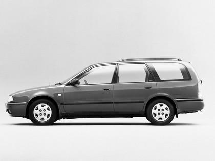 1990 Nissan Avenir ( W10 ) 2