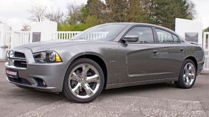 2011 Dodge Charger RT by Geiger 1