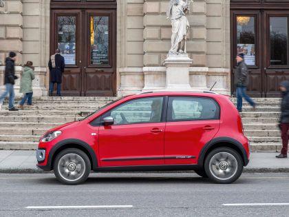 2013 Volkswagen Cross Up 7