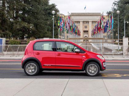 2013 Volkswagen Cross Up 18